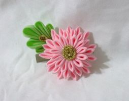 medium pink kiku kanzashi by EruwaedhielElleth