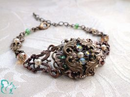 Romantic Fantasy-Bracelet 'Gwendolin' by YouLookPale
