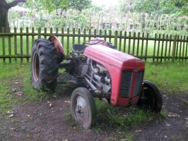 Tractor at Blackmoor by ChrisCHJ