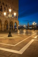 St. Mark's Square at the blue hour by LinsenSchuss