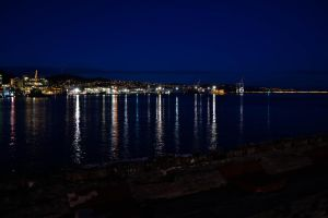 Wellington water front at night by thomasGoodwin