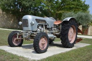 Old tractor by A1Z2E3R