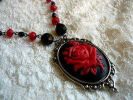 Red Rose Necklace by diwatox