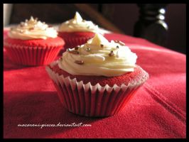 Red Velvet Cupcakes by Macaroni-Pieces