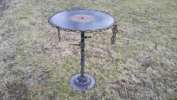 Sawblade-table by PaperVarren