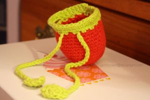 apple purse by theyarnbunny