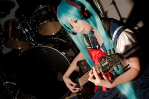 Miku - listening to the beautiful sound of guitar by asdcvbtuym