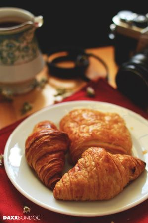 Croissant by daxxbondoc