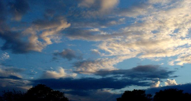 Dark And Light Clouds by karotte71