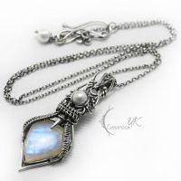 ENTARVILH - silver , moonstone and pearls by LUNARIEEN
