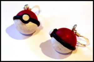 Poke-Earrings by Eliket