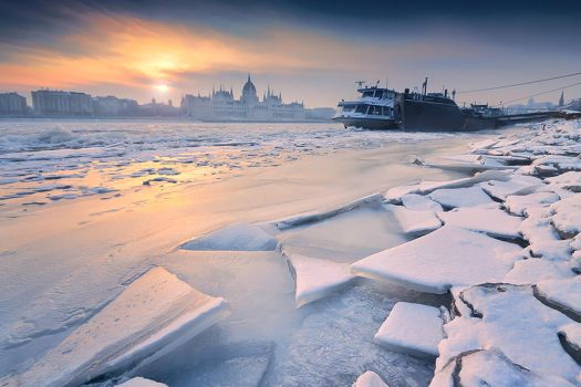 cold morning sun by arbebuk