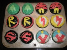 YOUNG JUSTICE CUPCAKES by Pawpels