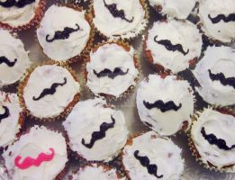 Mustache Cupcakes by lynetteenright