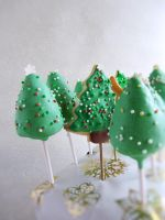 Christmas Tree Cake Pops and Cookie Pops by dabbisch