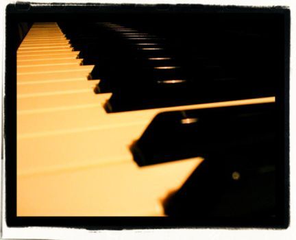 Piano by llinna