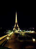 Blurry Eiffel Tour by funnyzzz