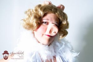 Miss Piggy Cosplay 2014-01 by LizCosplay1982