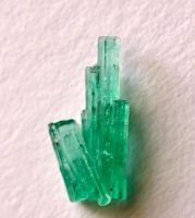 Tiny Emerald Cluster by lamorth-the-seeker