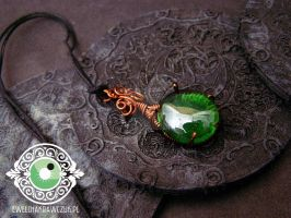Wire pendant by eeeweeelin
