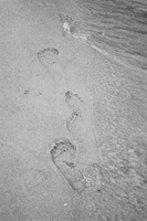 Footsteps in the sand by psycho-narutofan