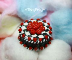 Queen of hearts cake miniature by tinkypinky