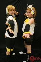 Kagamine Twins Cosplay 04 by EmoHimeChan