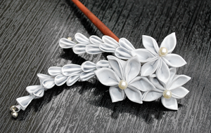 Pearly Starlight. Kanzashi. by hanatsukuri