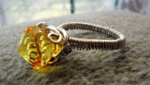 yellow wire ring by slinkyskinked
