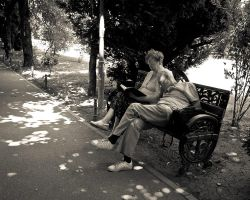 NOON IN THE PARK by marius1956