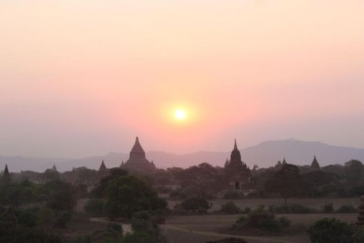 Sunset over Bagan by SinAel76