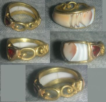 Gold Heart Ring by biancaneve81