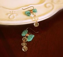 bow earrings by pikabee