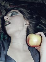 A desire of an apple/snow white/ by sisilito