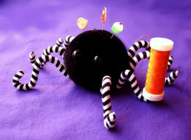 Anansi the Spider Pincushion by fambee