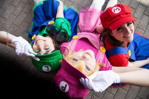 Peach, Mario and Luigi by Elsa-Cosplay