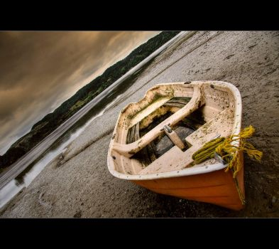 Lonely boat by light-recycled