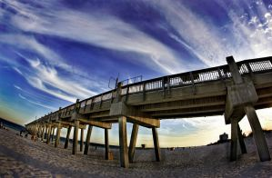 Pier by matinee