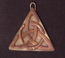 Jewlery: Triangle Celtic Knot by Ranasp