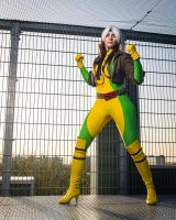 Rogue on the rooftop by Kythana
