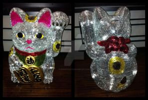 Mirrored Maneki Neko so close by crokittycats