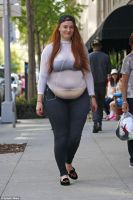 Sophie Turner's getting fatter by cahabent
