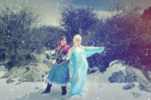 Arendale sisters Elsa and Anna frozen Cosplay by MissWeirdCat