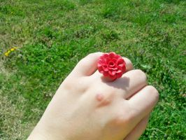 Small Red Rose Ring by squeesqueak