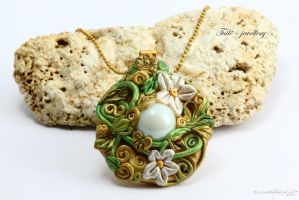 Lothlorien necklace by Tuile-jewellery