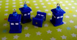 Tiny TARDIS Convention by VapidRose