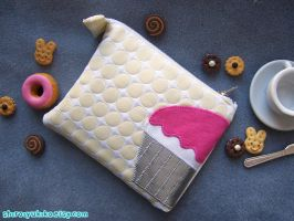 Cupcake Mini Pouch by shiroiyukiko