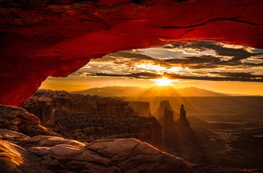 Mesa Arch Sunrise by goldfish-account