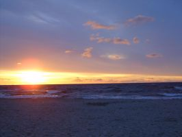 Sun under Baltic Sea by angelines