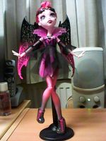 Vampire in pink by MarieLoup